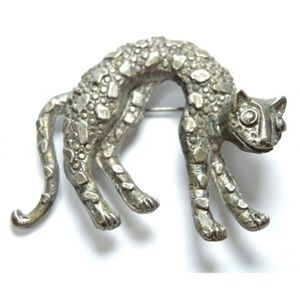 Jewelry - Vintage Metal Cheetah Brooch Lapel Pin Unsigned